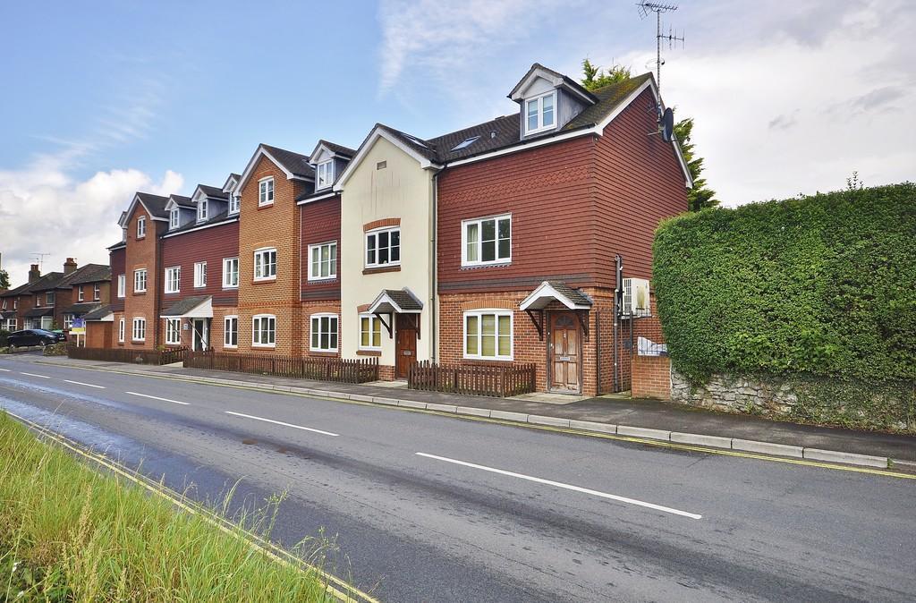 1 Bedroom Maisonette Flat for sale in Portsmouth Road, Liphook