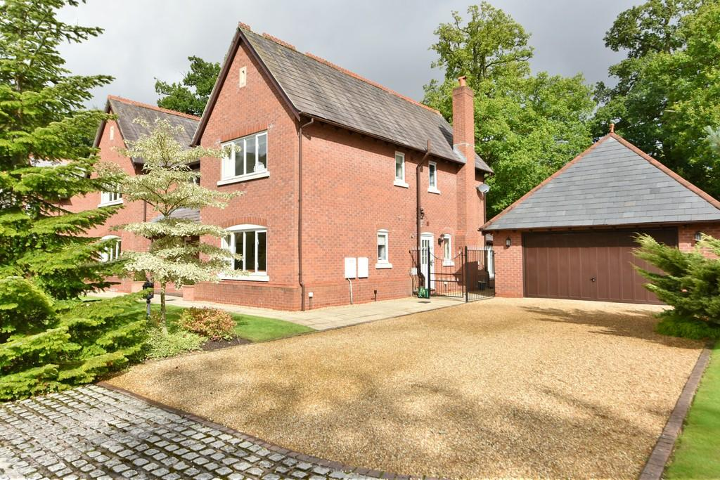 5 Bedrooms Detached House for sale in Longshaw Close, Rufford