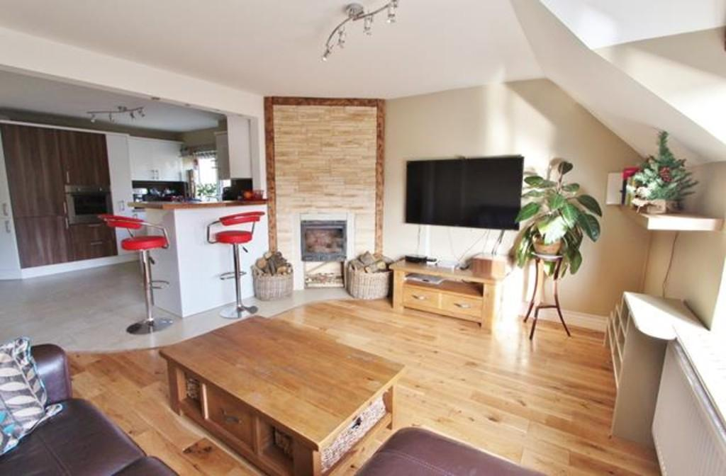 3 Bedrooms Apartment Flat for sale in Brighton Road, Hooley