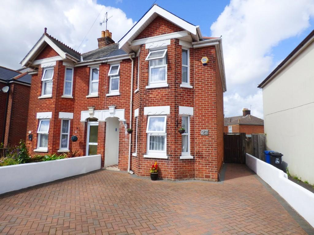 4 Bedrooms Semi Detached House for sale in HECKFORD PARK