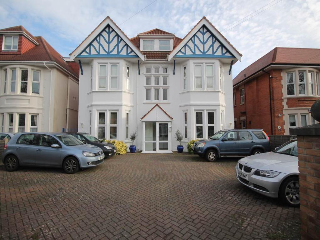 2 Bedrooms Flat for rent in Stradbroke House, 16 Grand Avenue, Bournemouth