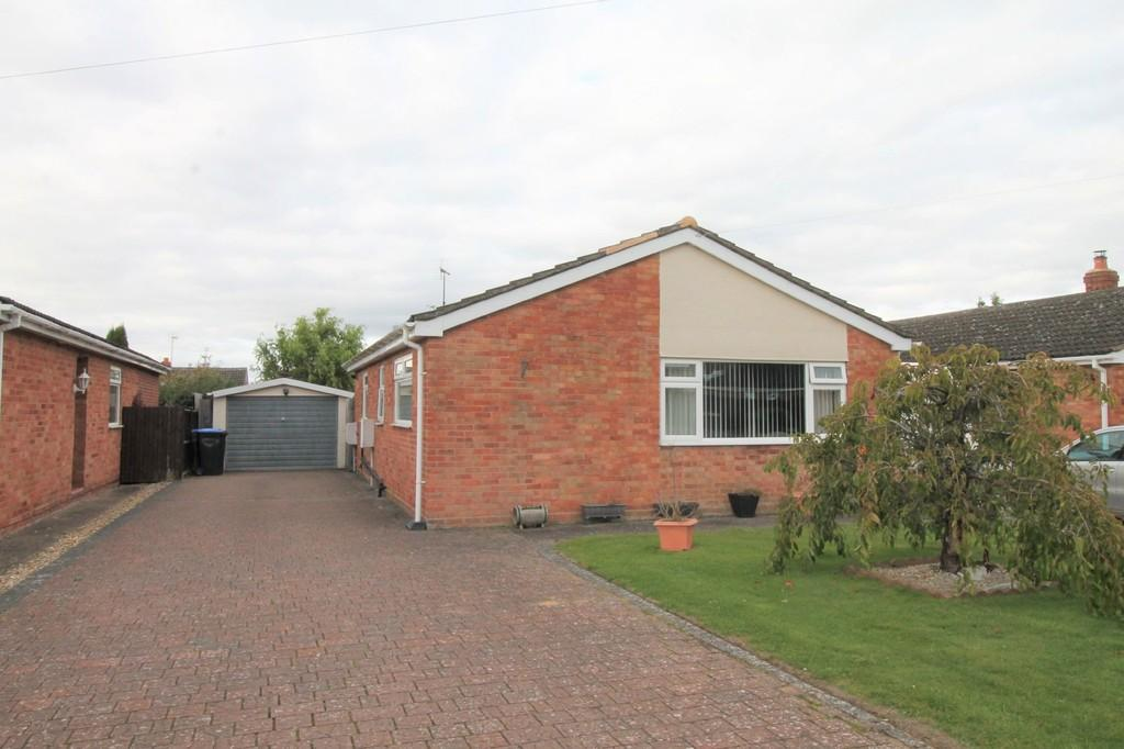 2 Bedrooms Detached Bungalow for sale in Rainsborough Gardens, Market Harborough