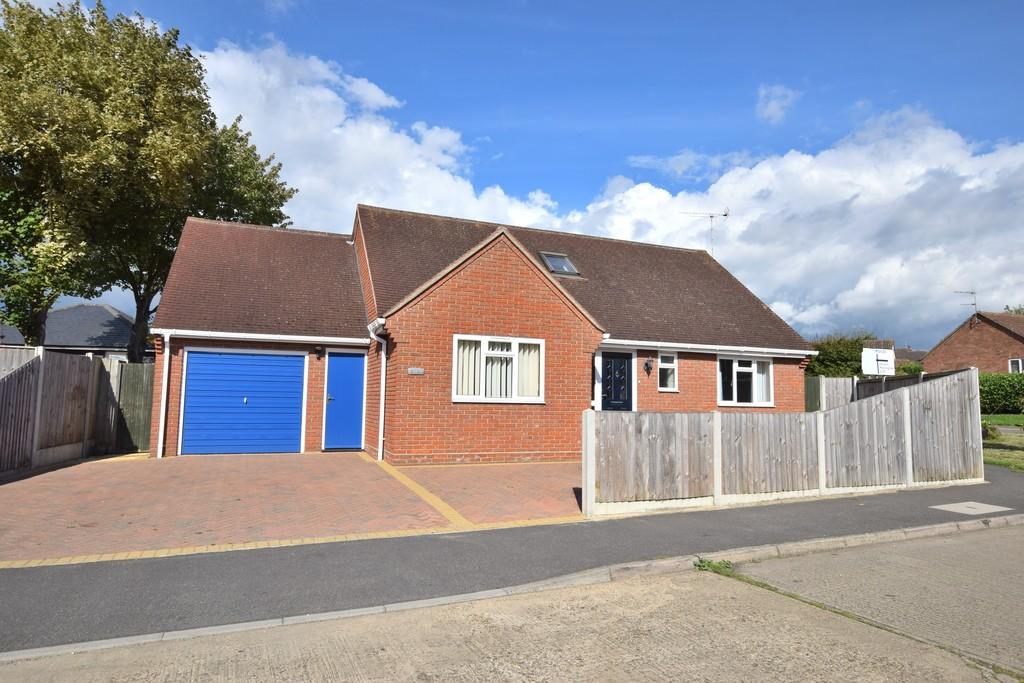 3 Bedrooms Detached Bungalow for sale in Mary Warner Road, Ardleigh, CO7 7RP
