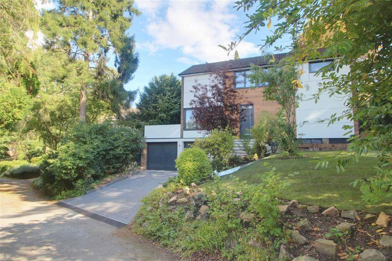 4 Bedrooms Detached House for sale in The Spinney, Purley