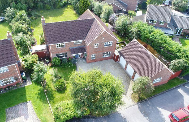 5 Bedrooms Detached House for sale in Halfway Close, Trowbridge