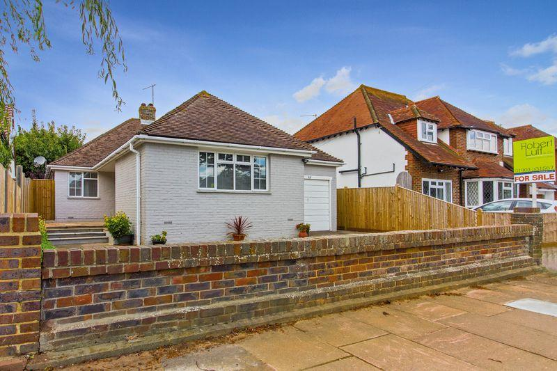 5 Bedrooms Bungalow for sale in Goodwood Road, Worthing