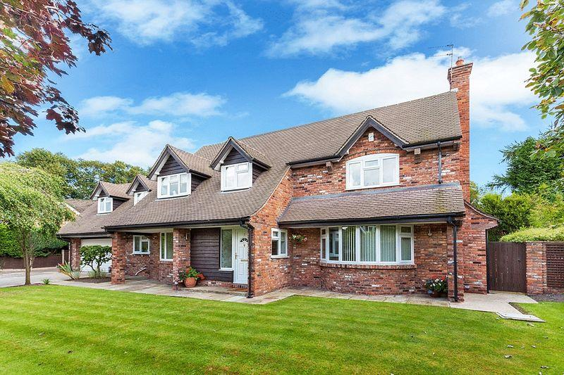 4 Bedrooms Detached House for sale in Heathfield Close, Congleton