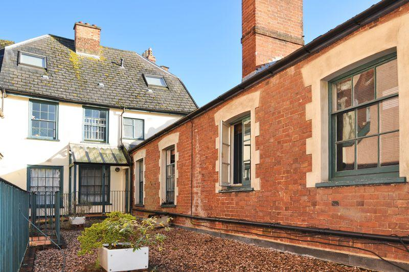 2 Bedrooms Flat for sale in The Mint, Exeter