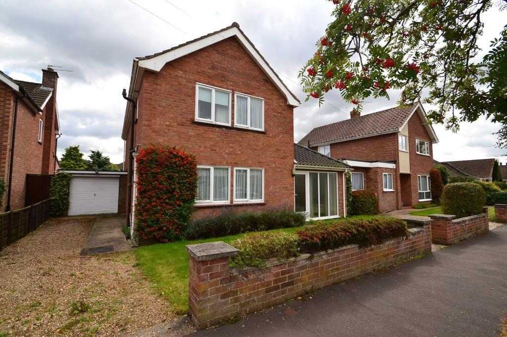 3 Bedrooms Detached House for sale in Eaton Rise, Norwich