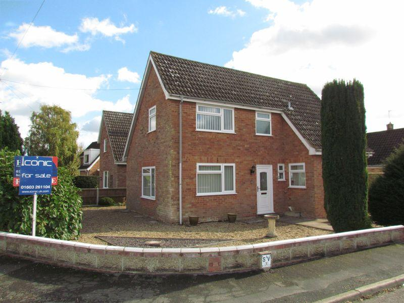 3 Bedrooms Chalet House for sale in St Marys Road, Poringland, Norwich