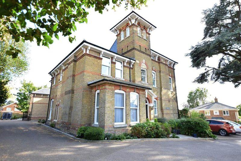 3 Bedrooms Apartment Flat for sale in Providence Park, Penenden Heath Maidstone