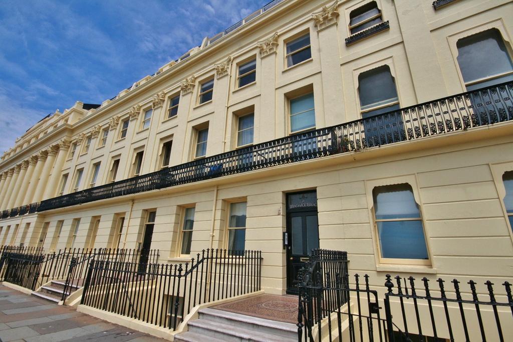 Studio Flat for sale in Brunswick Terrace, BRIGHTON, BRIGHTON, BN3