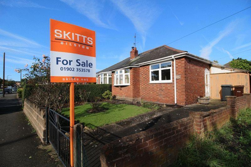 2 Bedrooms Semi Detached Bungalow for sale in Bradley Lane, Bilston