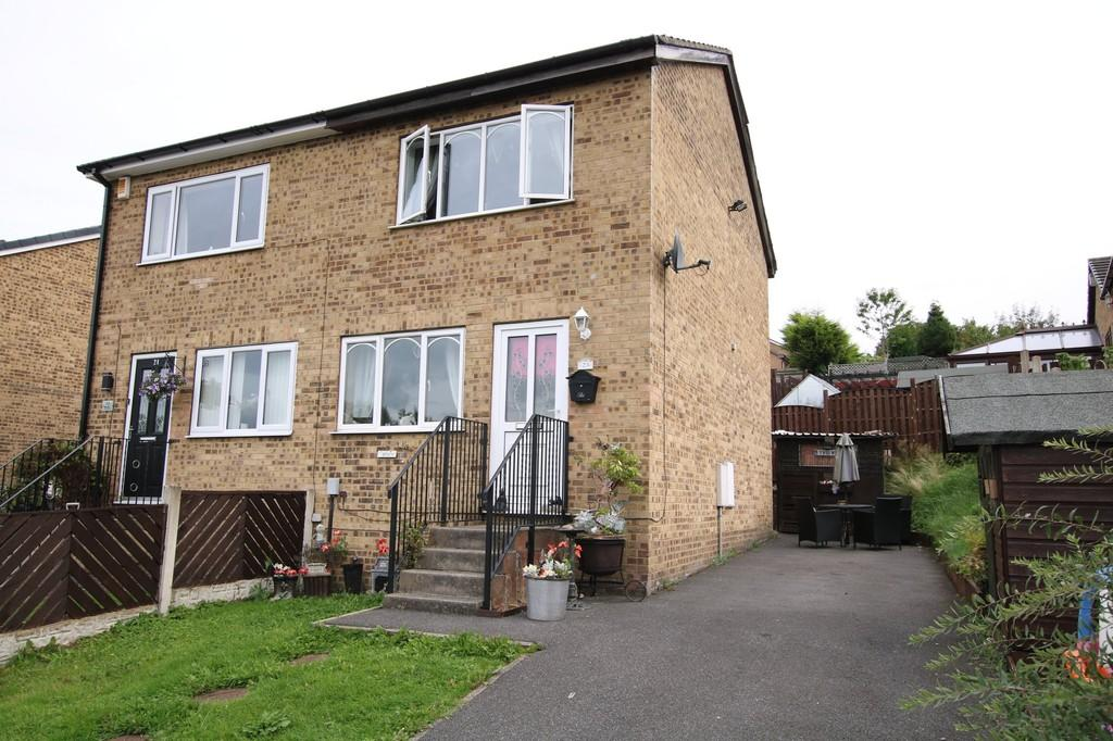 2 Bedrooms Semi Detached House for sale in Well Lane, Dewsbury