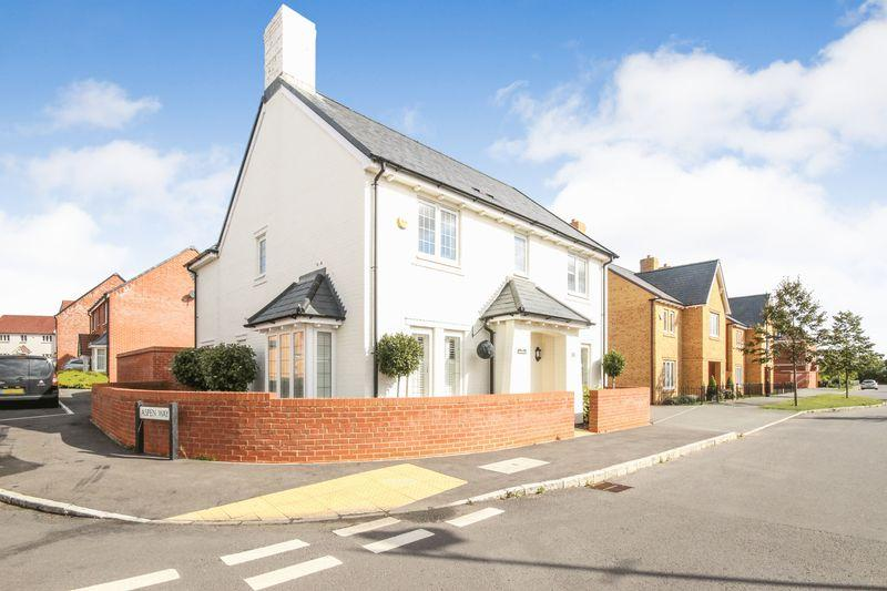 4 Bedrooms Detached House for sale in Obelisk Way, Silsoe