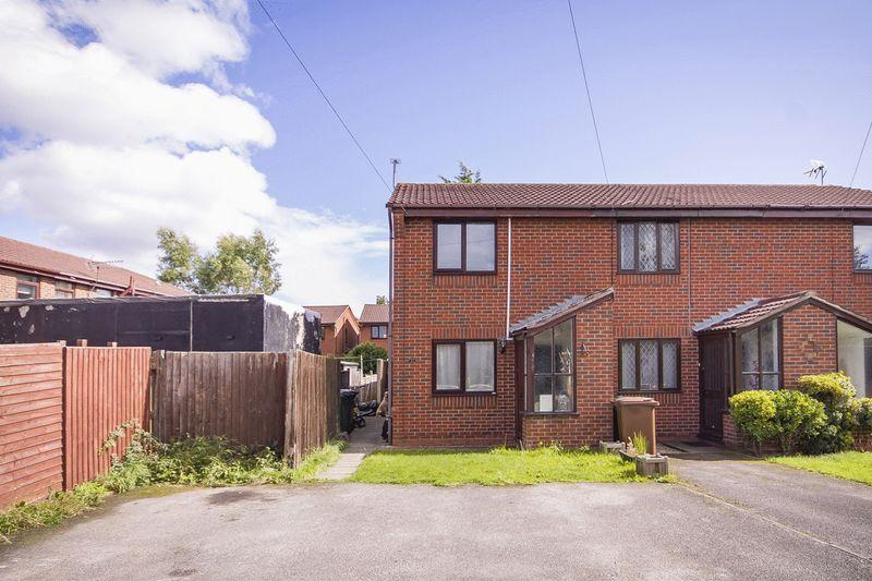 2 Bedrooms End Of Terrace House for sale in MICHELLE CLOSE, STENSON FIELDS.