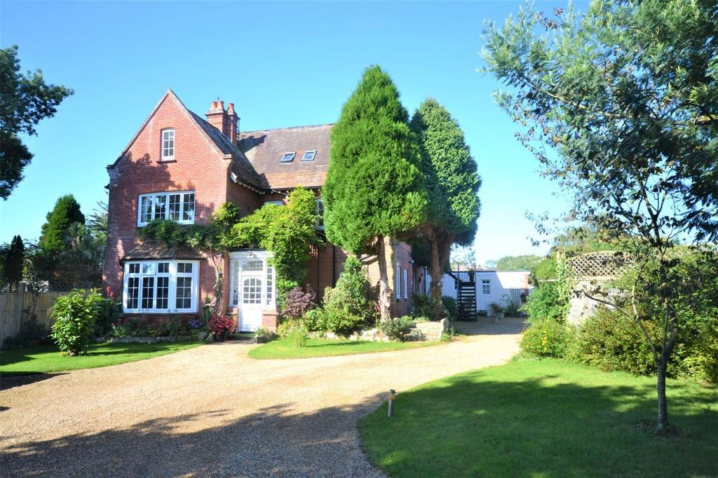 3 Bedrooms Apartment Flat for sale in Meadow Drive, Bembridge