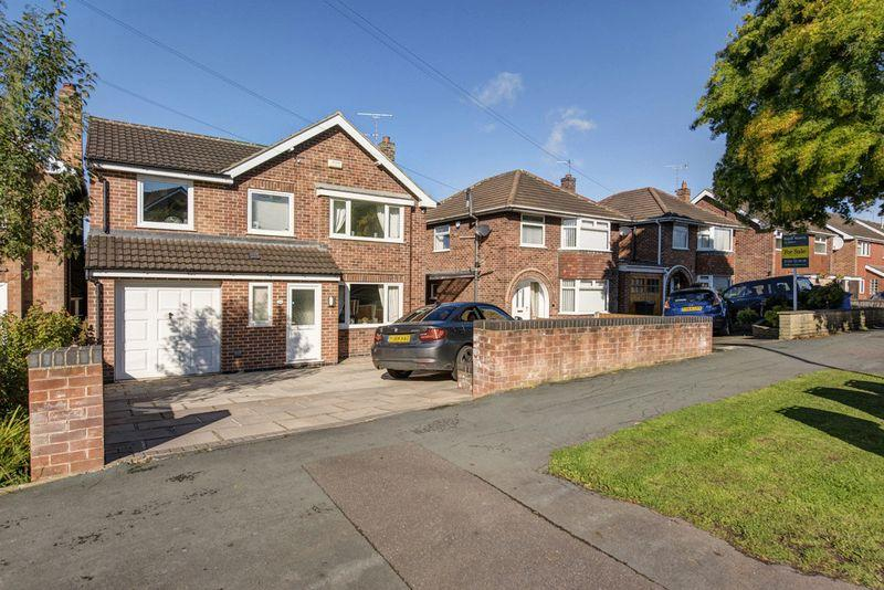 4 Bedrooms Detached House for sale in Oakover Drive, Allestree