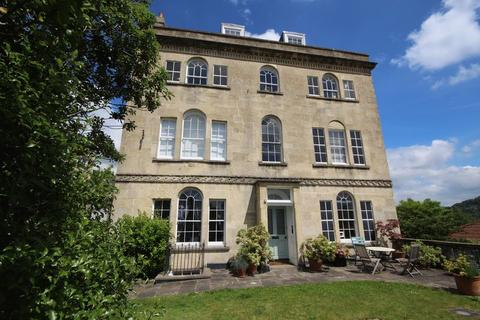 1 bedroom apartment for sale - A light and airy one bedroom top floor apartment situated in Camden with far reaching views of the city of Bath.