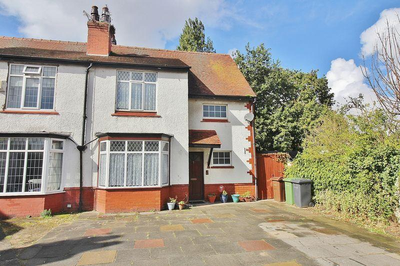 3 Bedrooms Semi Detached House for sale in Burnley Avenue, Southport