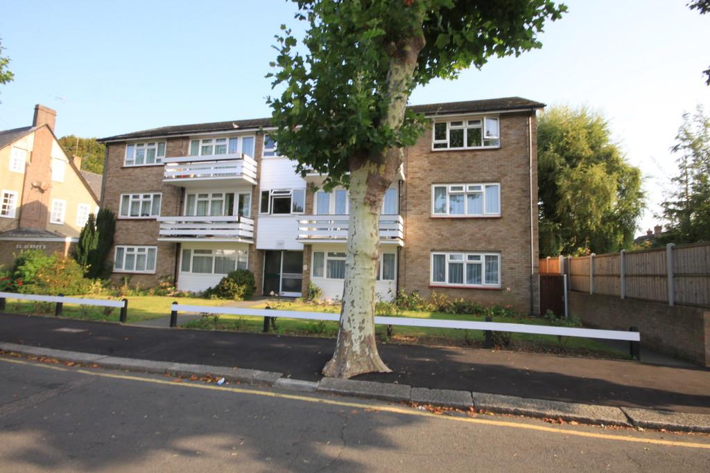 2 Bedrooms Apartment Flat for sale in Johnstone Road, Thorpe Bay