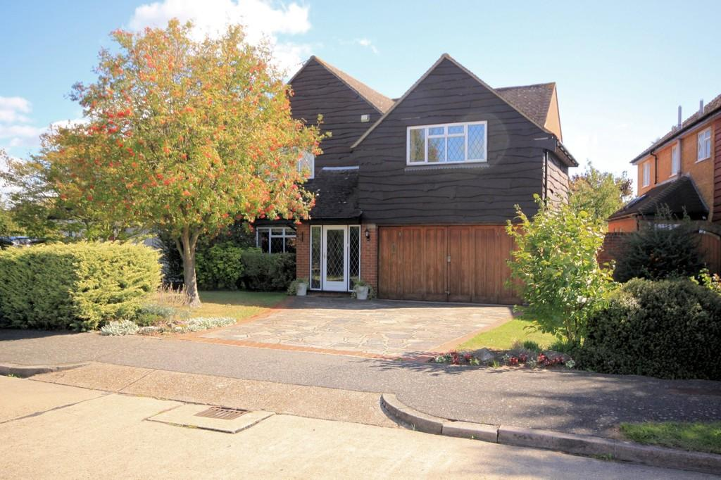 5 Bedrooms Detached House for sale in Cheldon Barton, Southend-on-Sea