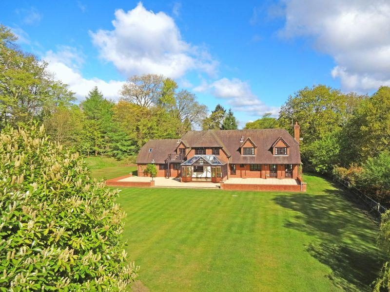 6 Bedrooms Detached House for sale in Tilford Road, Hindhead