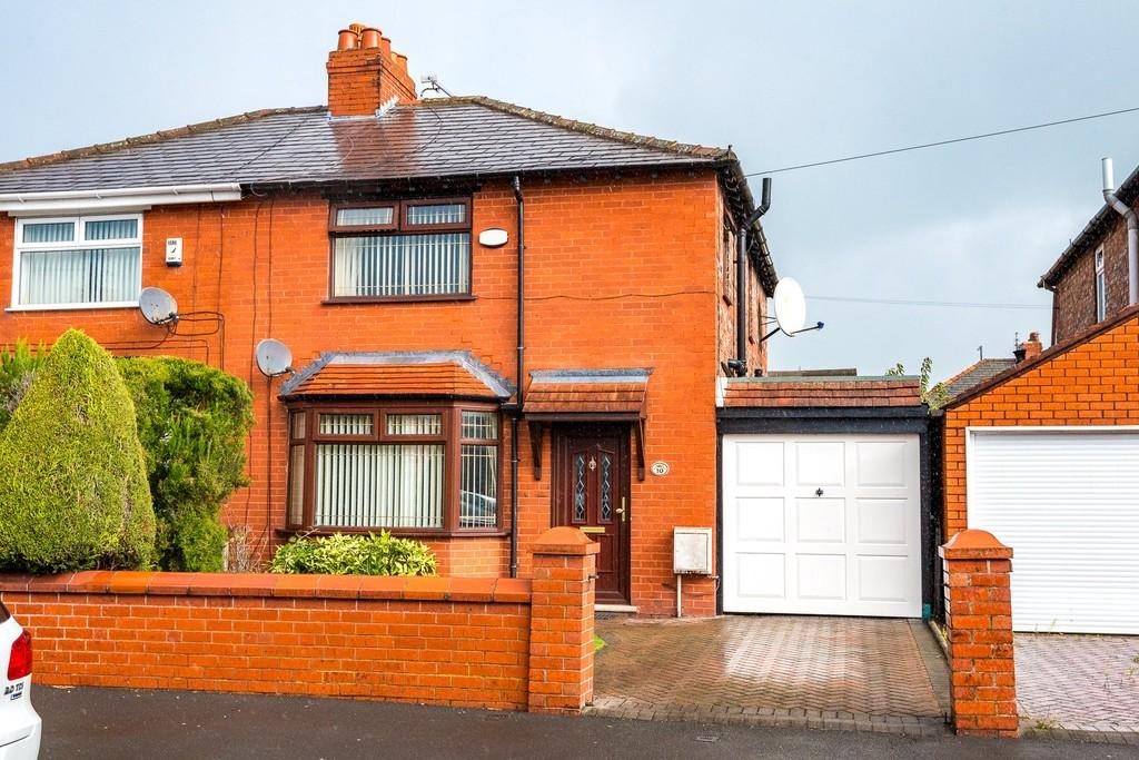 3 Bedrooms Semi Detached House for sale in Ainsworth Road, Dentons Green, St. Helens