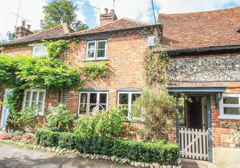 2 Bedrooms End Of Terrace House for sale in Turville