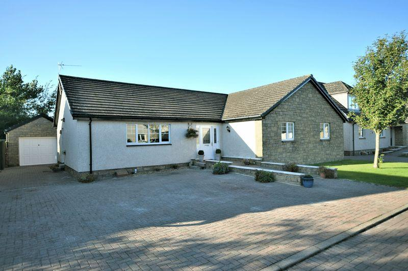 3 Bedrooms Detached Bungalow for sale in 5 Beaton Lane, Dundonald KA2 9JS