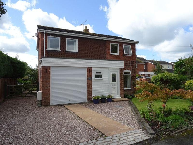 4 Bedrooms Detached House for sale in Maelor Court, Overton