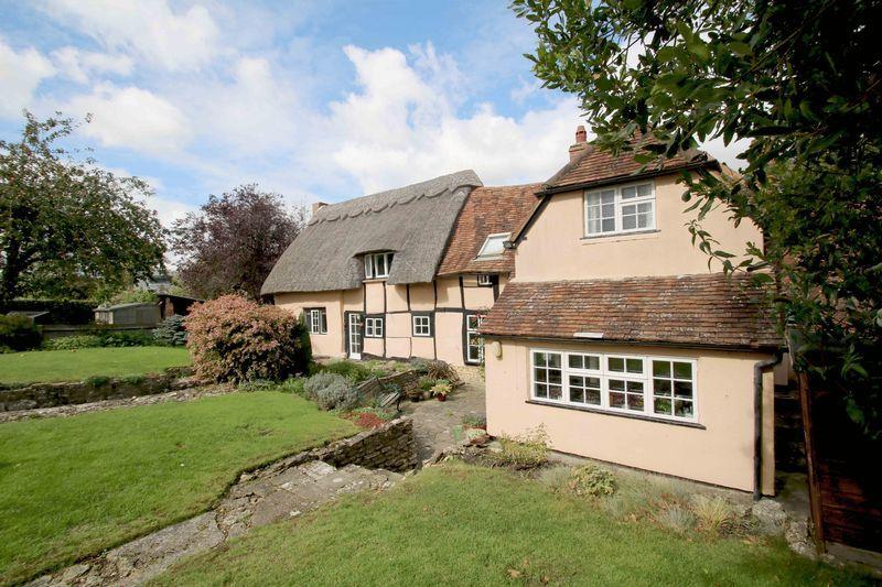 4 Bedrooms House for sale in Cuddington, Buckinghamshire