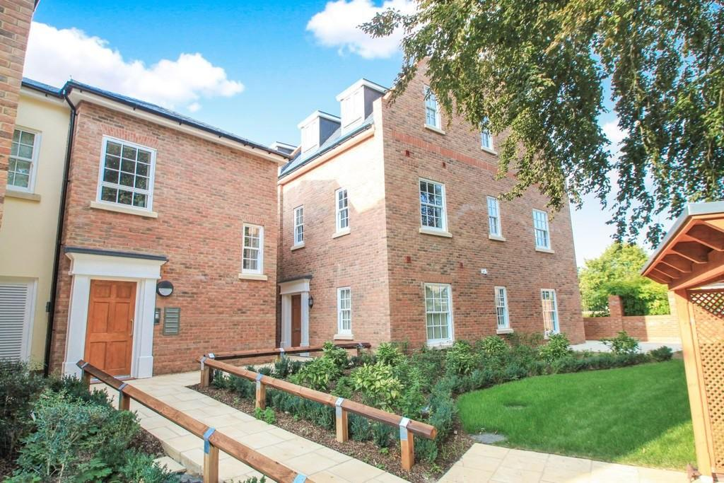 3 Bedrooms Apartment Flat for sale in Regency Place, Bury St Edmunds