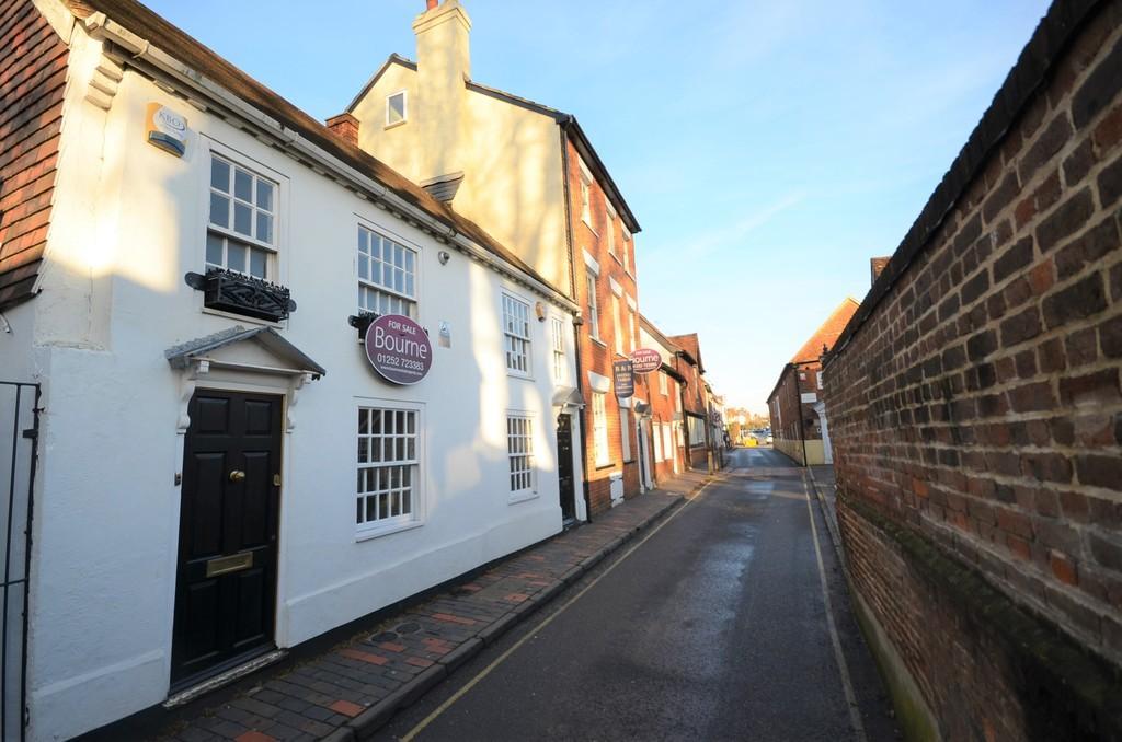 1 Bedroom Semi Detached House for sale in Park Row, Farnham
