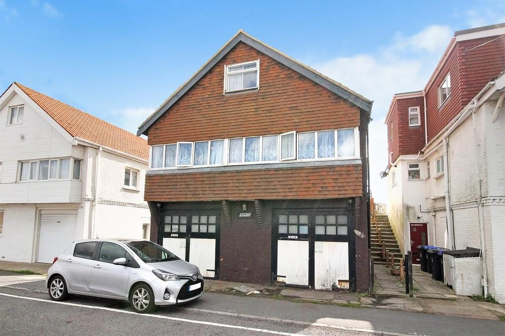 4 Bedrooms Detached House for sale in Brighton Road, Lancing, BN15