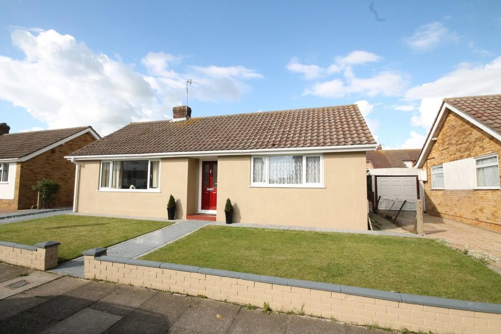 2 Bedrooms Detached Bungalow for sale in Ingleside Crescent, Lancing, BN15