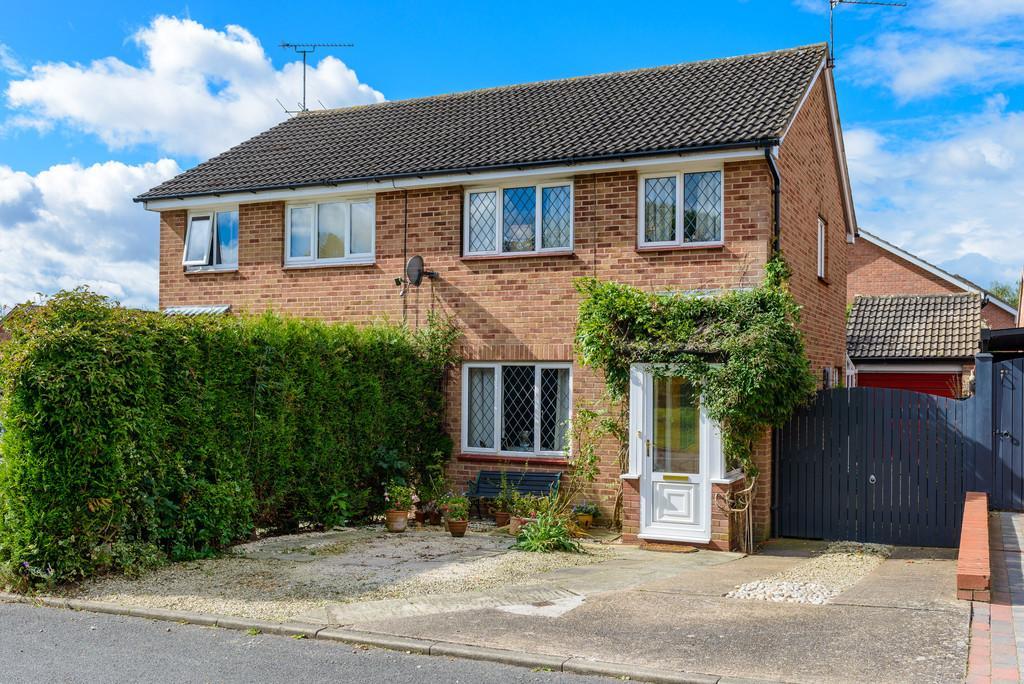 3 Bedrooms Semi Detached House for sale in Framlingham Grove, Kenilworth