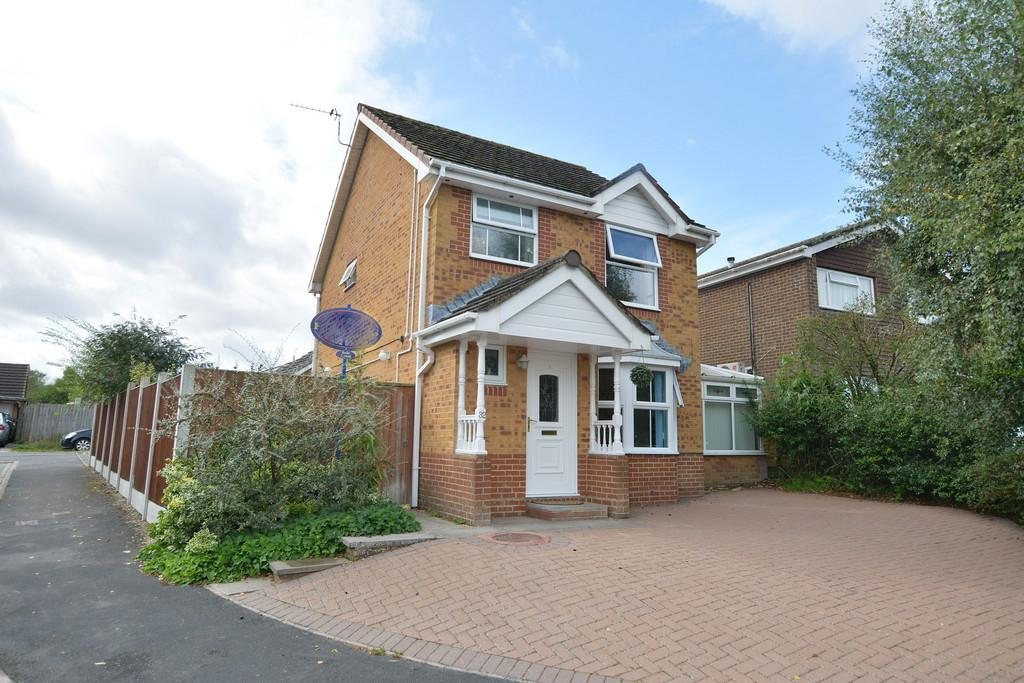 4 Bedrooms Detached House for sale in Humber Road, Ferndown