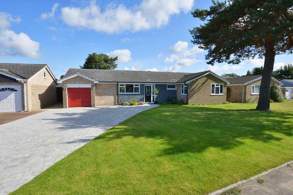 4 Bedrooms Detached Bungalow for sale in Berkley Avenue, West Parley
