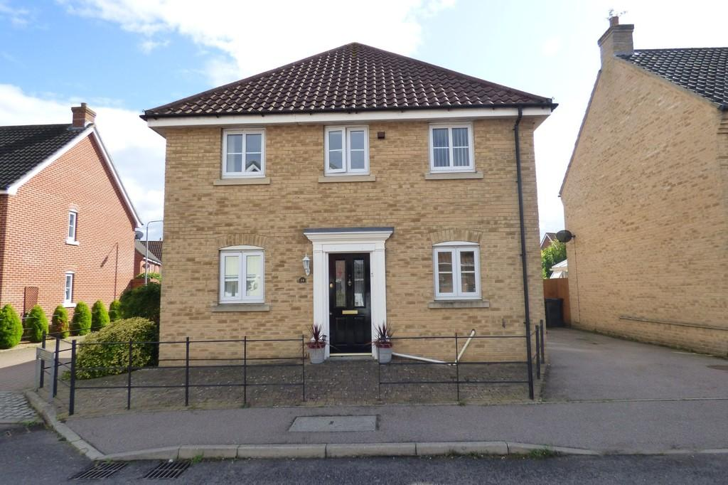 3 Bedrooms Detached House for sale in Field Acre Way, Long Stratton
