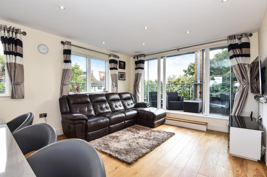 2 Bedrooms Penthouse Flat for sale in Setchell Road, London