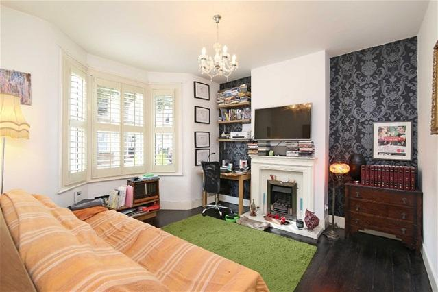 1 Bedroom Flat for sale in Cambus Road, Canning Town