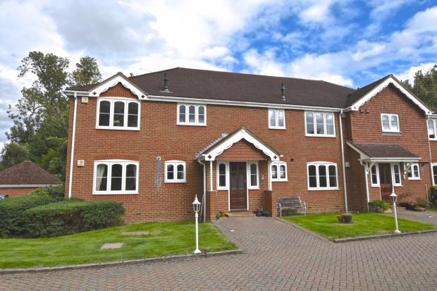 2 Bedrooms Apartment Flat for sale in Cochrane Court Church Road, Bookham, KT23
