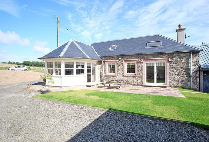 3 Bedrooms Semi Detached House for sale in 2 Midburn Steading, Bonchester Bridge, TD9 9SD