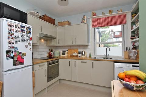 2 bedroom flat for sale - Hythe Road