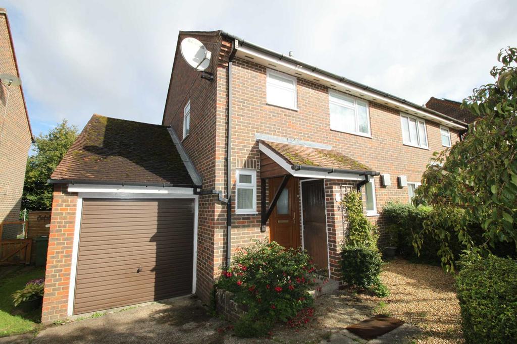 3 Bedrooms Semi Detached House for sale in kerchers field, overton rg25