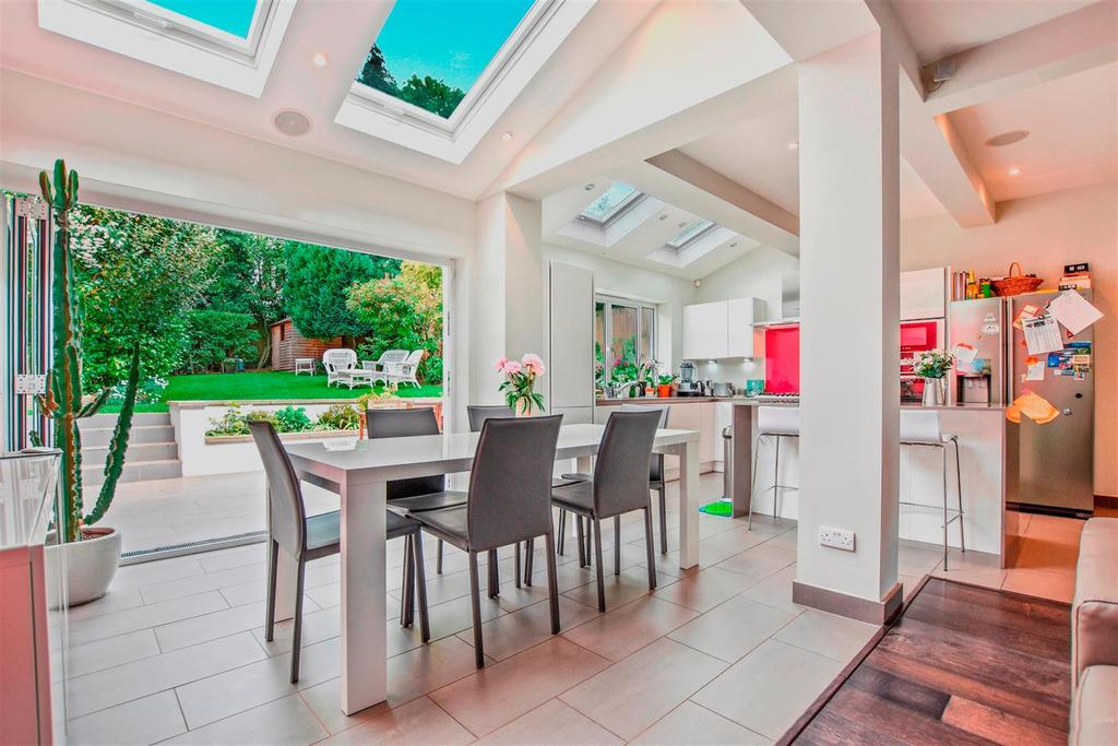 5 Bedrooms Detached House for sale in Makepeace Avenue, Highgate