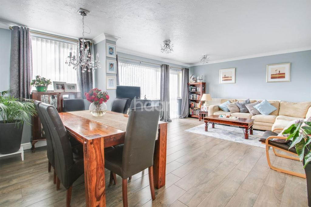 3 Bedrooms Maisonette Flat for sale in Templewood Court, Hadleigh
