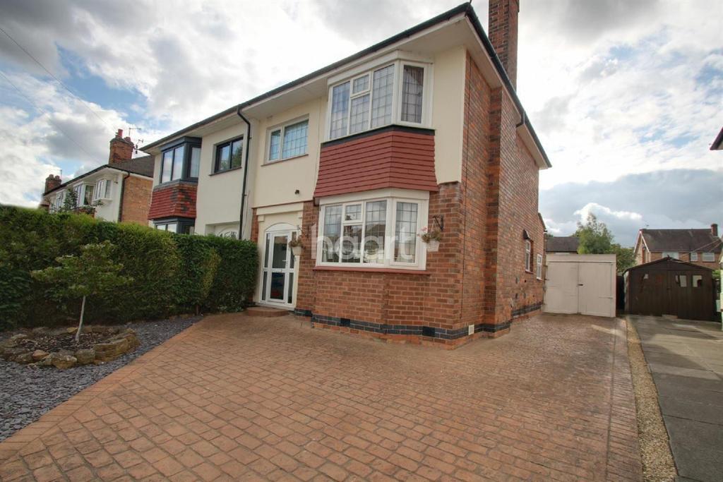 3 Bedrooms Semi Detached House for sale in Burnside Road, West Bridgford, Nottinghamshire