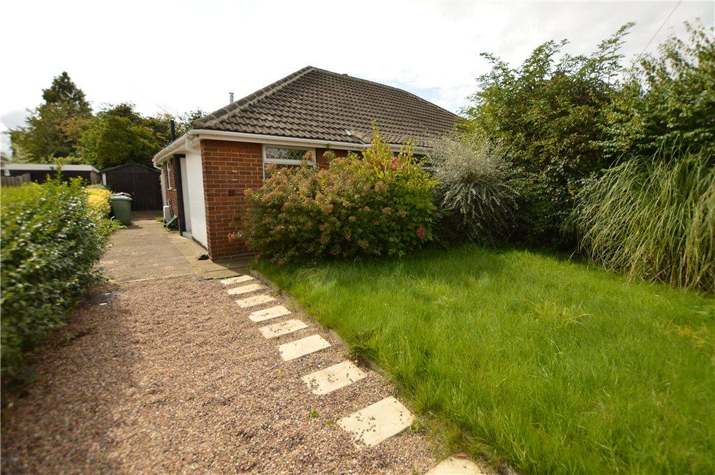 2 Bedrooms Semi Detached Bungalow for sale in South View, Rothwell, Leeds, West Yorkshire